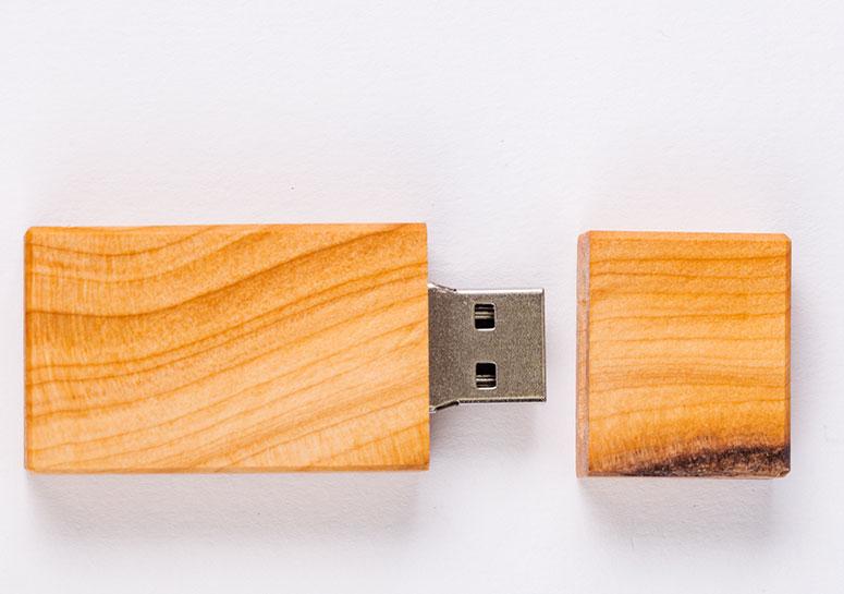 USB Stick aus Holz › Humanitas Horgen